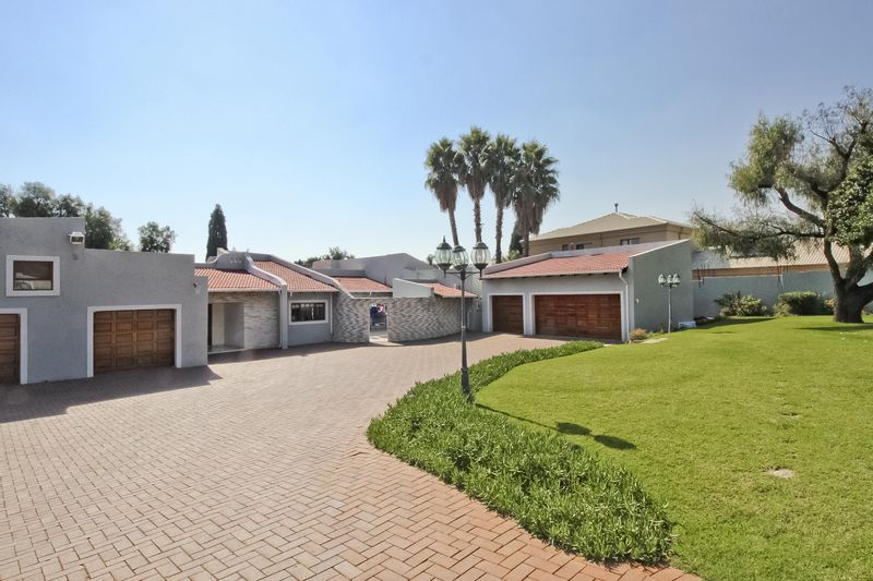 3 Properties and Homes For Sale in Gallo Manor, Sandton, Gauteng