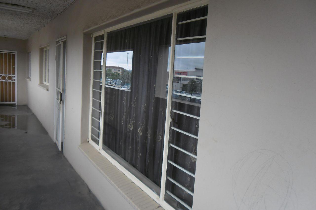 2 Bedroom Apartment For Sale in Witpoortjie